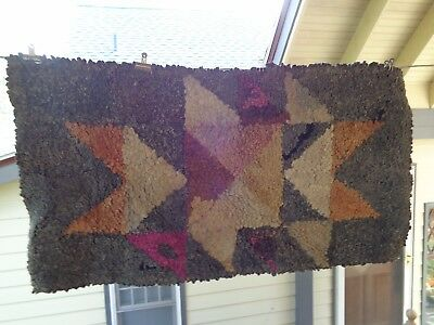 Antique/Vintage Pennsylvania Geometric Triangle Pattern Hooked Rag Rug