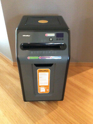 17 sheet CROSS CUT PAPER SHREDDER - used