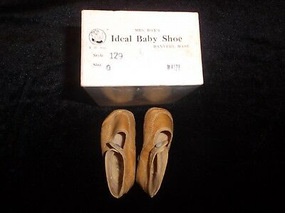 Old Antique Vintage Collectible Mrs Day's Baby Infant Newborn Shoes Size 0 #129