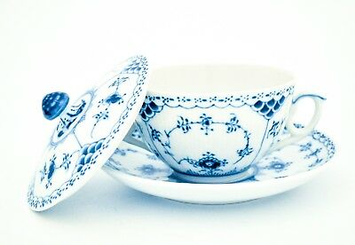 Buillion-cup with lid & saucer #109 - Blue Fluted - Royal Copenhagen - Half Lace