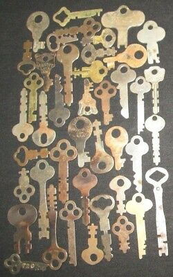 lot of 40 VINTAGE FLAT SKELETON KEYS LOCK DOOR PADLOCK KEY ANTIQUE keys