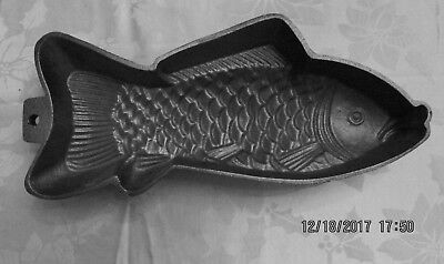 Vintage Cast Iron Figural FISH Shaped Mold Baking/Roasting Pan Great Condition