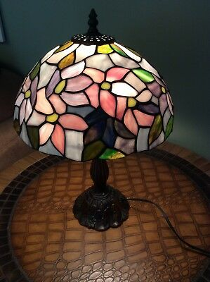 Dale Tiffany Style Stained Glass Shade With Metal Base Table Accent Lamp Light