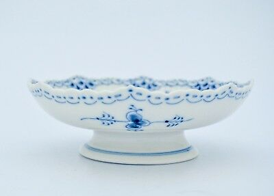 Bowl on foot #511 - Blue Fluted - Royal Copenhagen - Half Lace - 2:nd Quality