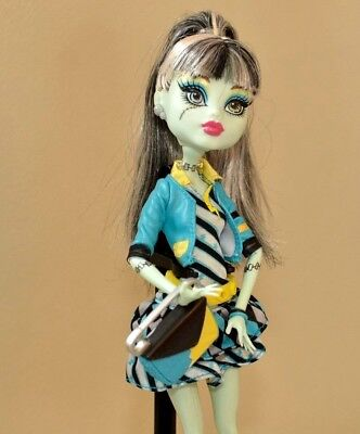 Mattel Monster High Frankie Stein Picture Day Doll w Outfit and Accessories
