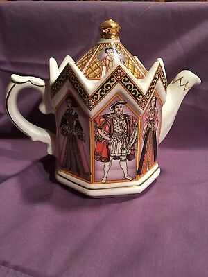 Sadler Teapot Henry VIII and His Six Wives Made in England 4440 Gold Trim