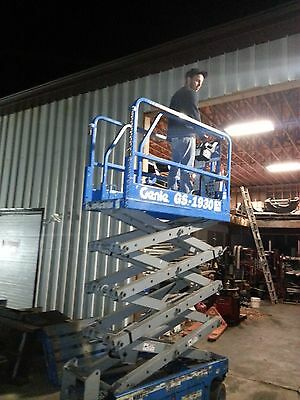 Genie GS1930 closed business works perfectly . NEWARK OHIO brand new batteries
