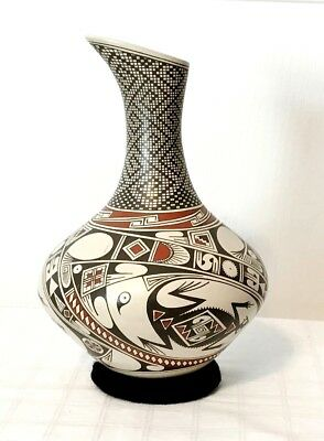 """Mata Ortiz Pottery - Hector Gallegos - 9.5"""" Tall Museum Quality Urn"""