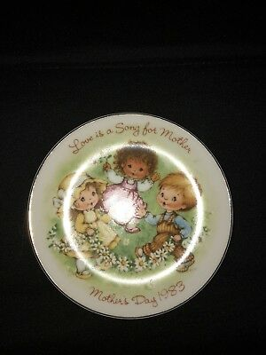 1983 Mother's Day Collectors Plate By Avon