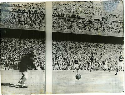 PHOTO match de foot FRANCE / ESPAGNE coupe du monde vers 1950