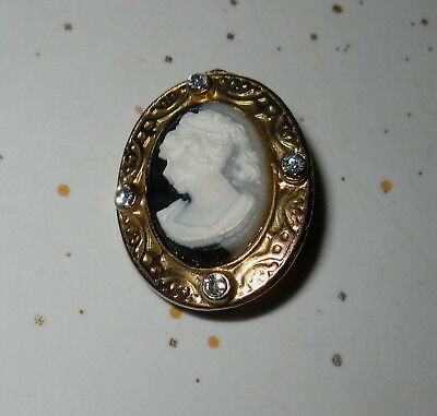 Beautiful Vintage Cameo Pendant Delicate Setting 4 Stones Hooked In Back