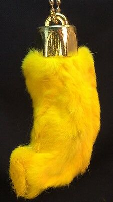 Real Rabbit Foot Lucky Amulette Keychain~YELLOW~Vraie Patte de Lapin Chanceuse