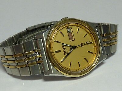 Seiko Men's SQ 7123-8439- Watch Day & Date - Stainless Steel Gold Dial Running
