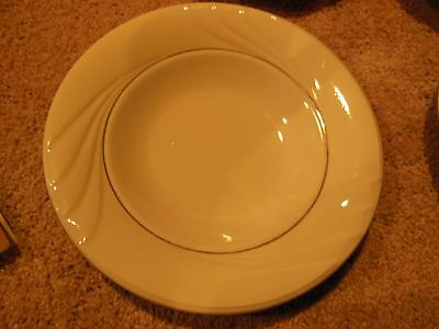 Lot Of 4 Gibson Housewares China Soup Or Cereal Bowls White And Gold Trim