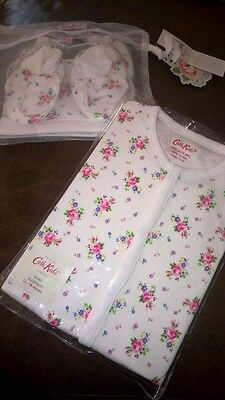 Cath Kidston kids Baby Sleepsuit + hat & booties GIFT SET 12-18 mths xmas NEW