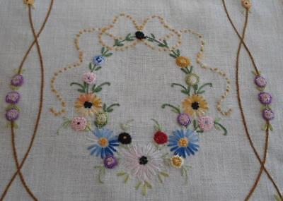 Vintage Linen Table Runner Puffy French Knot Embroidered Flowers Crochet Lace