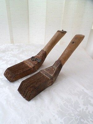 Pair of combs wool,tools antique