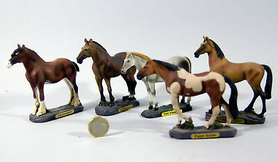 LOT DE 5 FIGURINES  DE COLLECTION, les races de chevaux