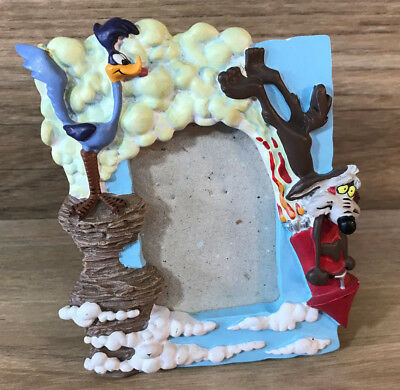 """1993 Warner Bros WILE E. COYOTE & ROAD RUNNER DECOREL Picture Photo Frame 4.5"""""""