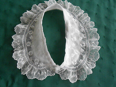 Vintage Embroidered Nylon Lace Collar In Very Good  Condition. Vintage 1950
