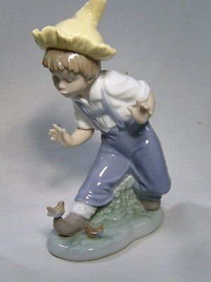 Lladro/nao A  Little  Boy With A Bird On His Shoe