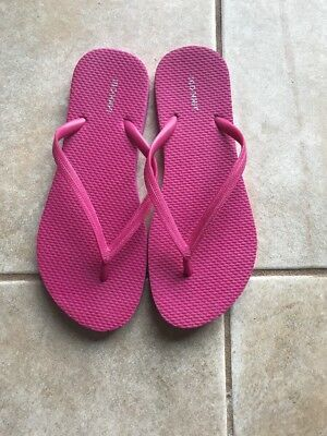 Womans Old Navy Pink Flip Flops 7/8- EUC! Worn Once!