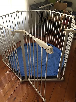 Lindam Safe and Secure Metal Play Pen / Safety Gate (with wall mount and mat)
