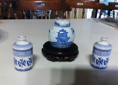 ASIAN VINTAGE: Blue/White Traditional Chinese Ceramic Lidded Ginger Jar & 2 Urns