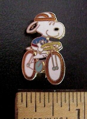 Vintage 1970's SNOOPY ON BICYCLE AVIVA TAIWAN UNITED FEATURE PIN