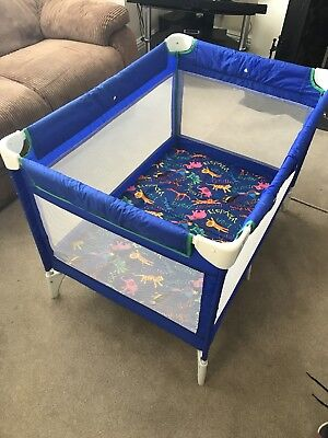 Cossato Cumfi Travel Lite Travel Cot and Play Pen in used condition