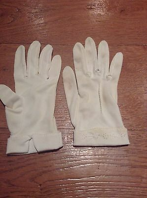 Vintage Cream Coloured Ladies Gloves With Embroidered Detail For Small Hands