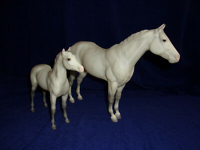 Breyer Watchful Mare and Foal set # 700593