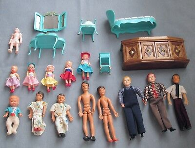 Vintage Dollhouse Furniture & 14 Dolls 1940s-1970s Wood Console Marx 5-PC BR Set