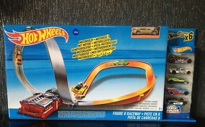 Hot Wheels X2586 Figure 8 Raceway With SIX CARS Large Playset Track Set NEW