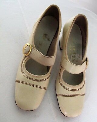 SHOES Beige LEATHER Mary Jane Strap 1960's VINTAGE Chunky heel Pumps Size 5 Mod