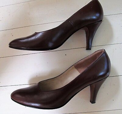 SHOES Brown All LEATHER Court Medium Heel Court 1980's VINTAGE Sz 8 Classic Chic