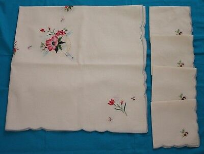Small Vintage Machine Embroidered Table Cloth + 4 Serviettes