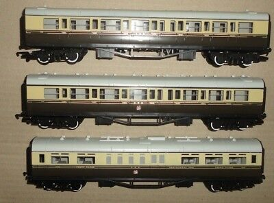 00 gauge 3 Great Western coaches by Hornby
