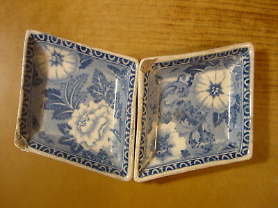 Staffordshire Pair of pearlware printed nut dishes or trays printed blue flowers