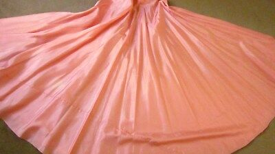 1970,s set of pink circle taffeta skirt and green embr long jacket.Waist 23inche
