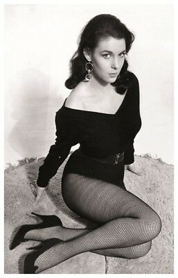 Sexy MARIE DEVEREUX actress PIN UP PHOTO postcard - Publisher RWP 2003 (02)