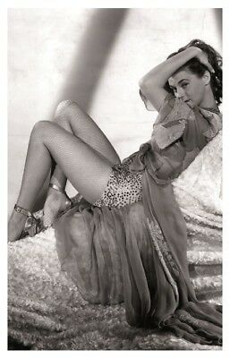 Sexy MARGUERITE CHAPMAN actress PIN UP PHOTO postcard - Publisher RWP 2003 (02)