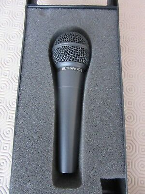 Behringer Ultravoice Dynamic Vocal Microphone, Cardioid + long XLR Cable