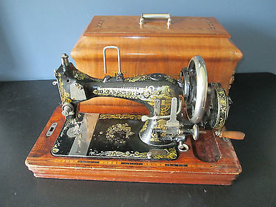Beautiful Hand Crank Kayser Model L Sewing machine with wooden case approx.1910