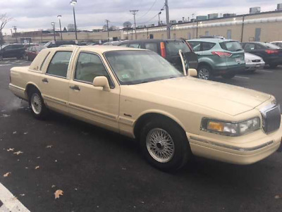 1997 Lincoln Town Car Signature Sedan 4-Door 1997 LINCOLN TOWN CAR SIGNATURE SERIES 33,124 MILES