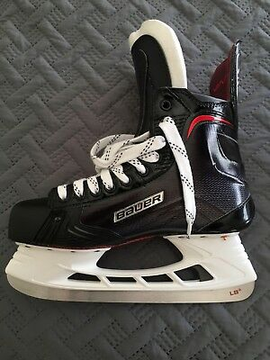 Bauer pro stock 1x 2.0 size 8.5 D. Never worn. Brand new.