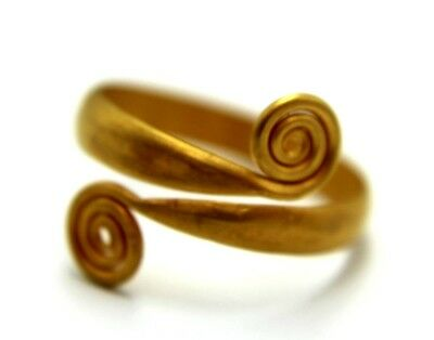 ARTISTIC GOLD CELTIC RING WITH TWO SPIRALS OF INFINITY.   2v51