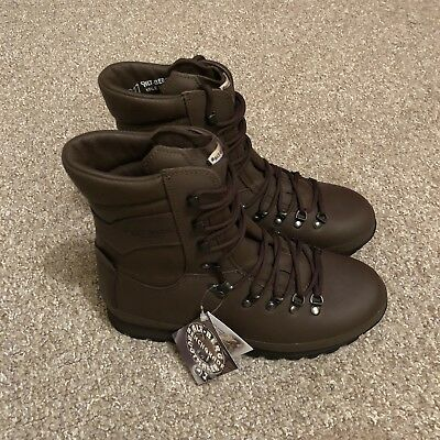 British Army Altberg Defender Brown Combat Boots - Male Size 8 Med (New)