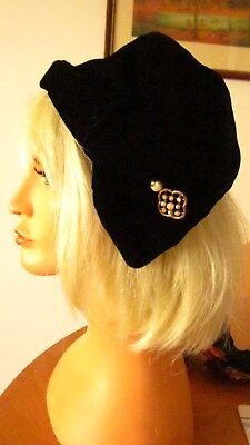 1930,s Art Deco black silk velvet soft slouch hat with fab hatpin.Preloved