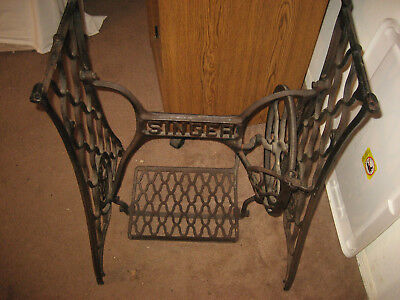 Antique Singer Manfg Co Sewing Machine Treadle Cast Iron Frame Stand Operational